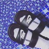 【会员2件额外9折】NIKE 耐克 Benassi Duo Ultra Slide 黑白双绑带忍者沙滩拖鞋 ¥215.1