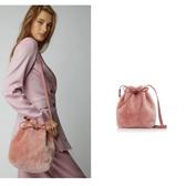 【秀场款】Mansur Gavriel 迷你粉色毛毛水桶包 $535.5(约3,717元)