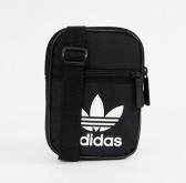 adidas Originals 三叶草黑色小背包 £17(约148元)