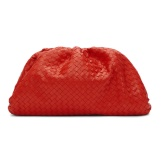 BOTTEGA VENETA Intrecciato 皮革红色手拿包 $2,331(约16,091元)