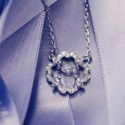 Swarovski折扣特惠:施华洛世奇水晶首饰购满200美元即送水晶耳钉